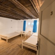 2-beds-room-guesthouse_142