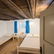 2-beds-room-guesthouse_144