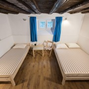 2-beds-room-guesthouse_148