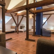 8-beds-room-guesthouse_004