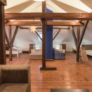 8-beds-room-guesthouse_014