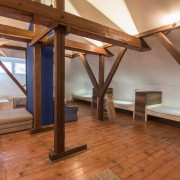 8-beds-room-guesthouse_016
